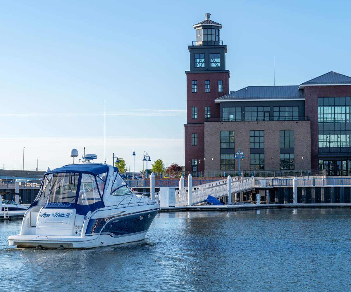 The Aqua Hullic III approaches the docks at Bridgeport Harbor Marina